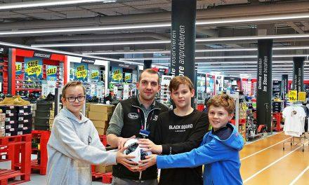 Fußballspende für Katzelsdorfer Schüler