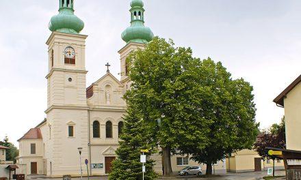 Kirchenplatz neu in Schwarzau
