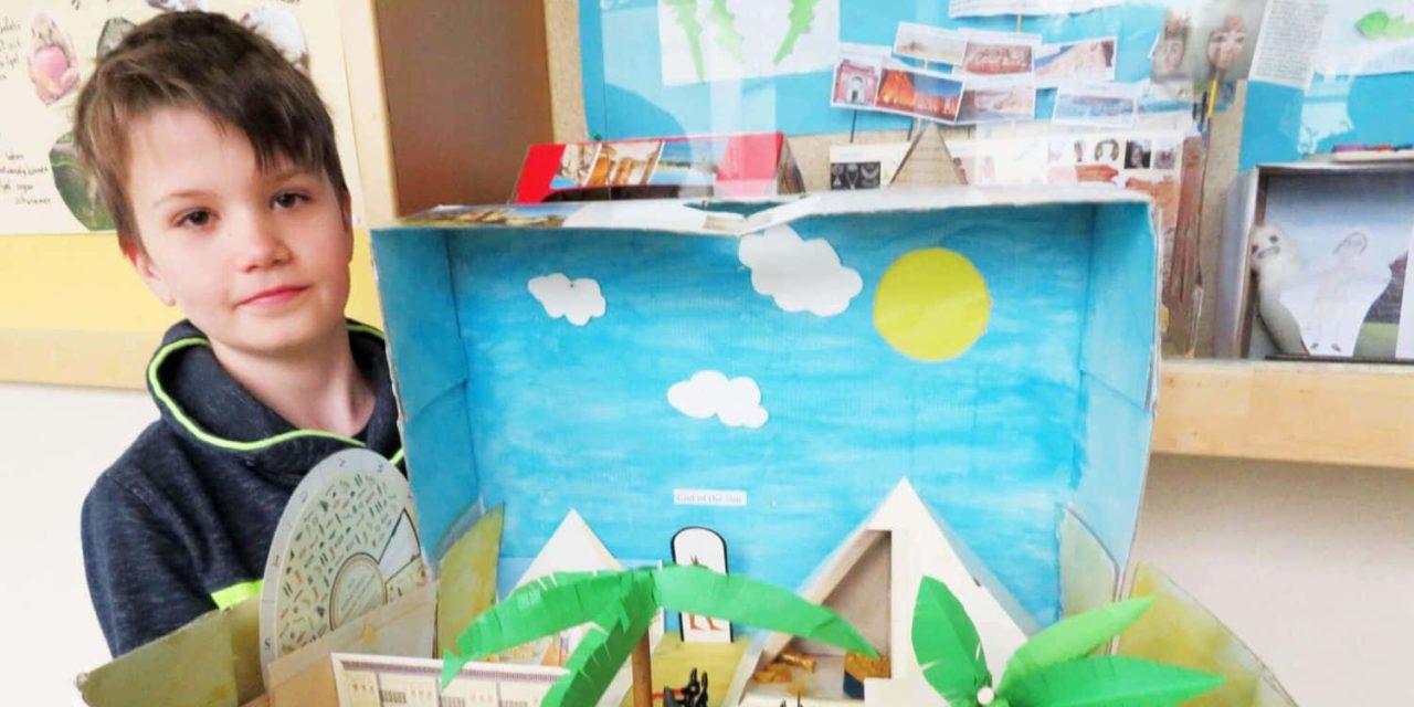 Kreativität als Hausaufgabe: Ägypten in der Schuhschachtel