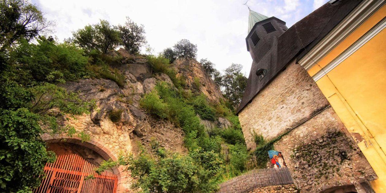 Fresken und Gebeine in der Felsenkirche von Pitten