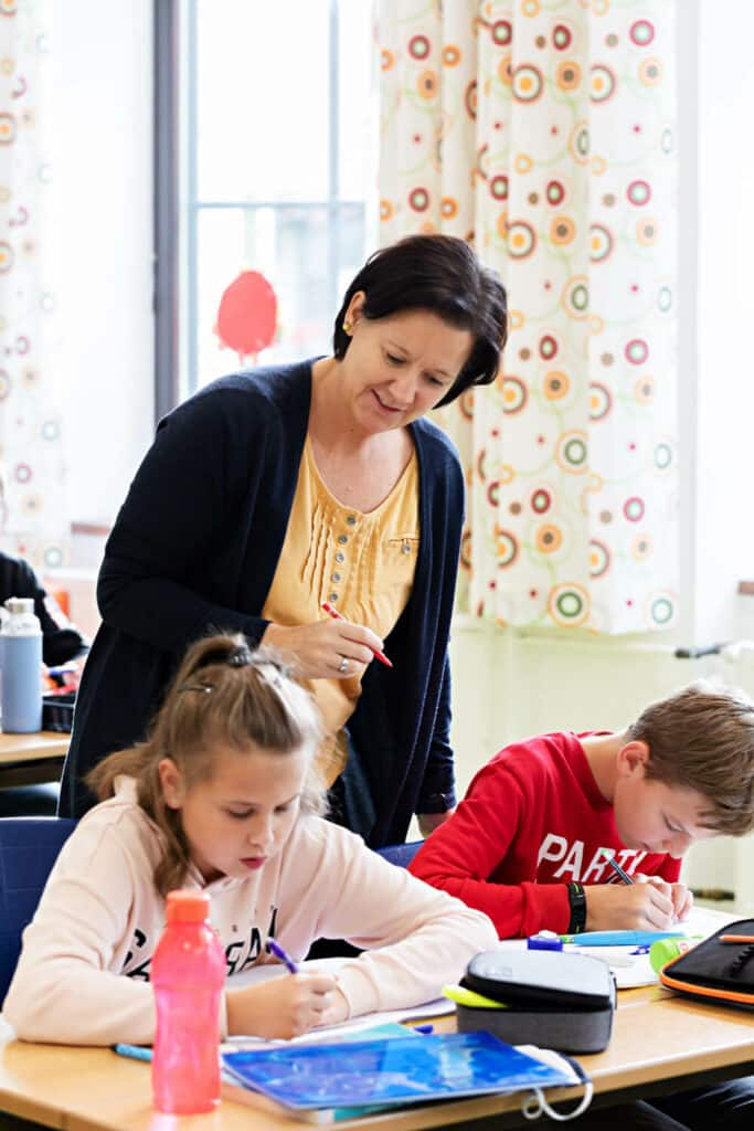 Tanja mit voller Konzentration und Dipl.Päd. Bettina Döller mit herzlicher Unterstützung